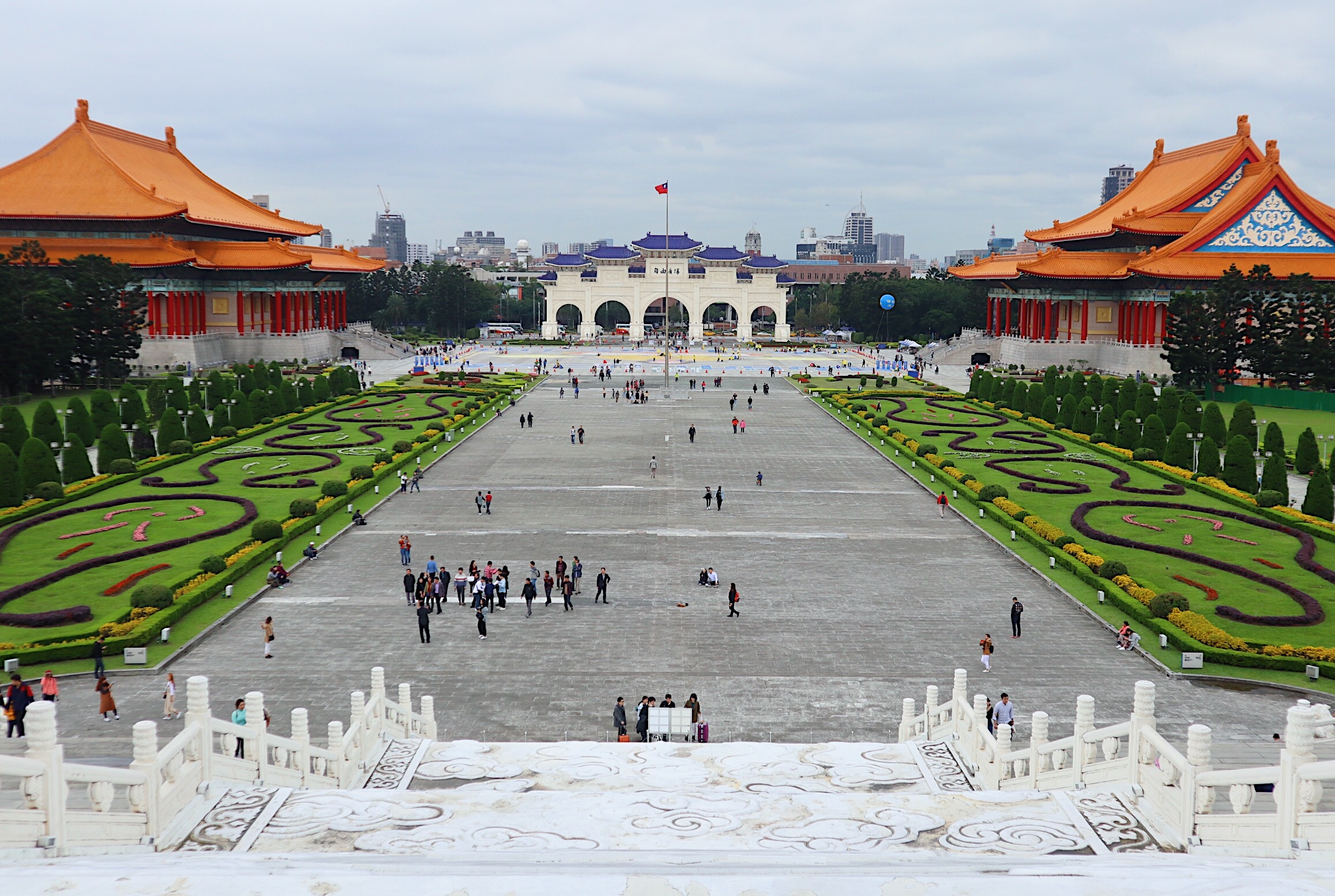 THE CHANG KAI SHEK MEMORIAL HALL COMPLEX. It's huge, isn't it?