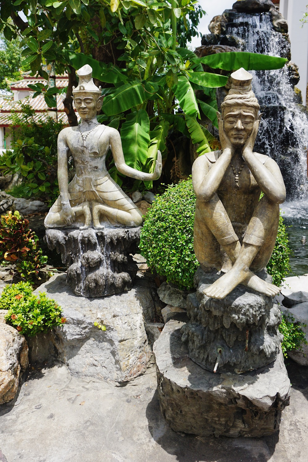 The Chinese statues in the garden of Wat Pho Complex. (Picture courtesy of my friend, Carlo Enriquez)