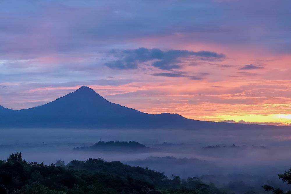 Sunrise in Borobudur.