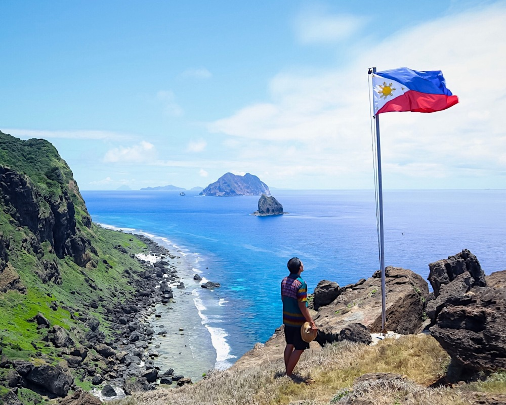 MAVULIS ISLAND. This is the northernmost island of the Philippines! Me and my travel buddy, Karl Mikel, dared to go in this place during our travel in Batanes!