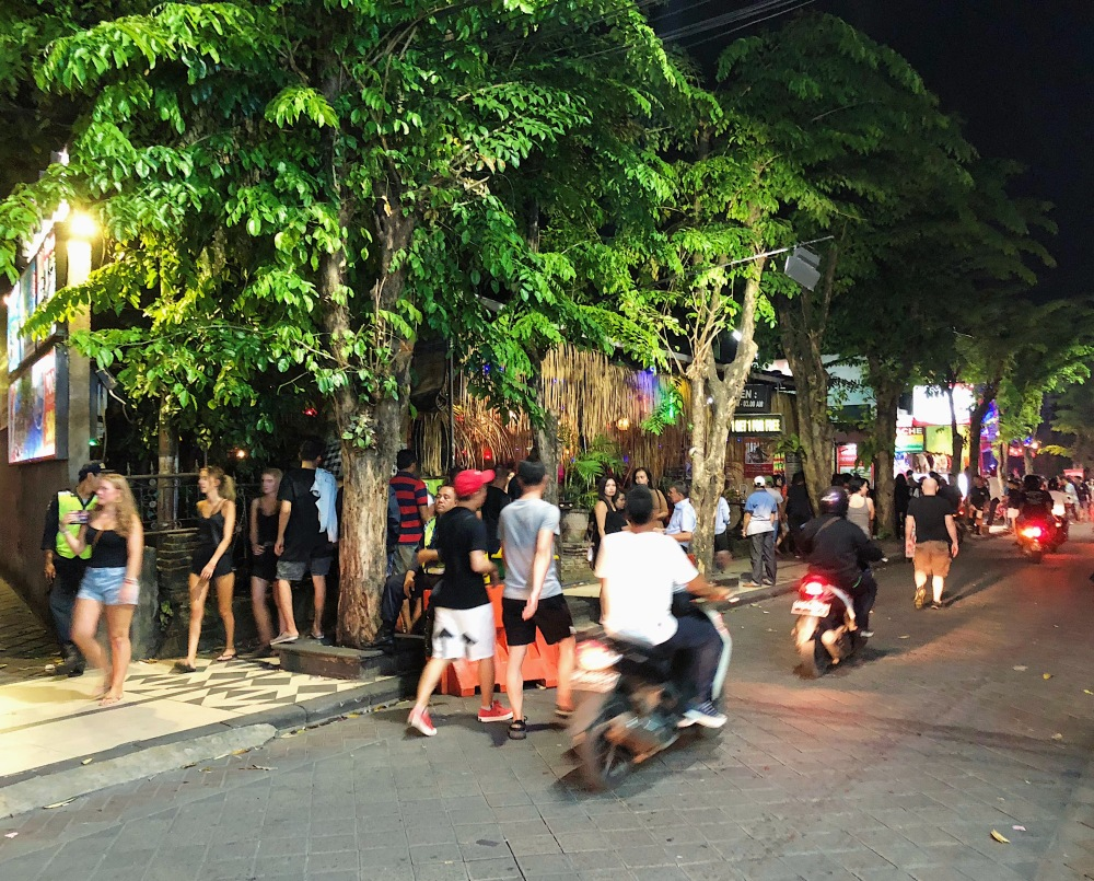 KUTA NIGHT LIFE STRIP.