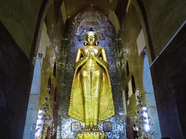 KAKUSANDHA. The Buddha who's facing the direction of north.